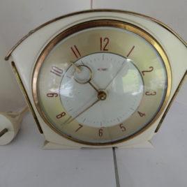 Metamec wit bakeliet met wekker