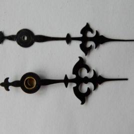 Sierlijke wijzers 8 x7 cm no 100 met puntjes